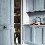 Cucine country anice talcato, dettaglio dispensa, legno colore blu