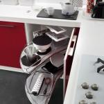 Dettaglio attrezzatura interna, scomparto ad apertura con vassoi