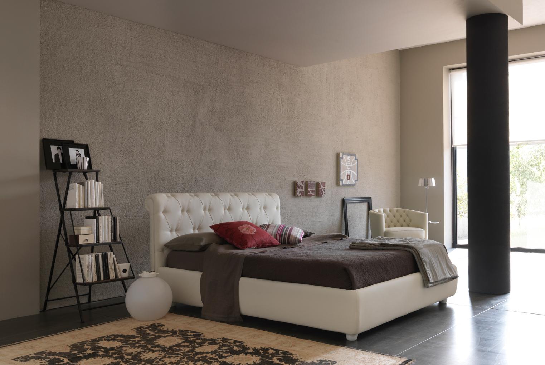 Foto di letti bolzan bianco e marrone in stanza solare - Camera da letto grancasa ...