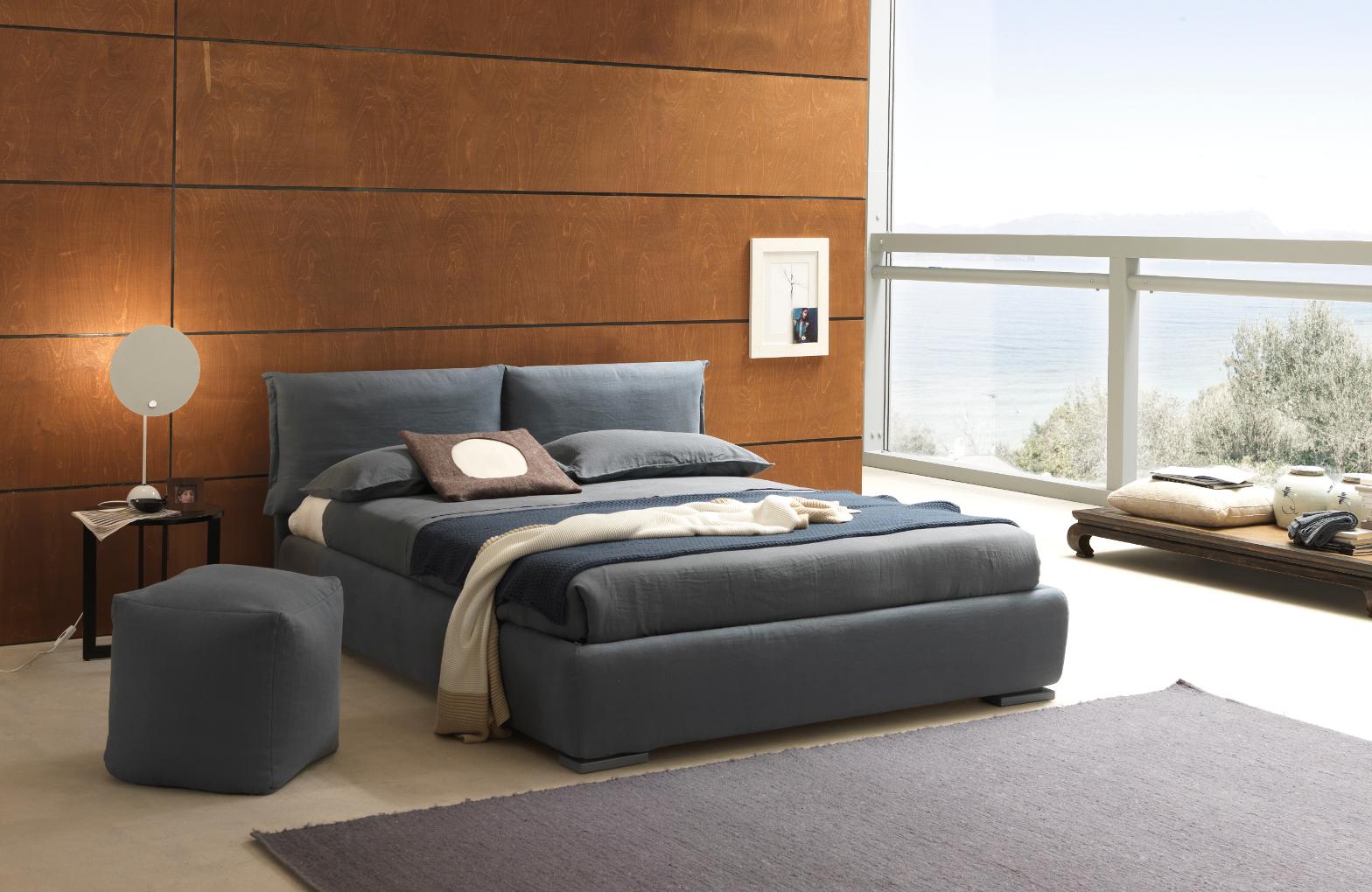 Foto di letti bolzan blu in stanza solare letto moderno for Camera da letto vittoriana buia
