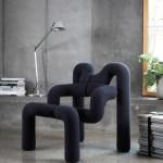 Poltrona variér nome extrem per lounge e relax. Sembrano tubi intrecciati, soffice, su sfondo casa semi moderna