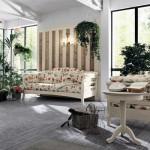 Soggiorni callesella country, composizione fiori e piante disegnati sulle sedie, divani e pareti
