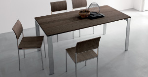 Extendable tables in metal and hardwood