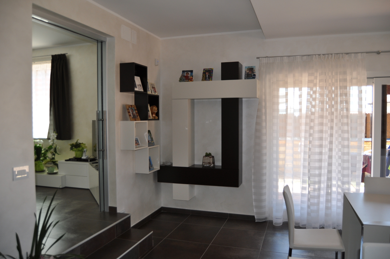 Foto di geometria soggiorno compiuta di casa for Immagini case arredate