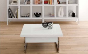 Small table that can be extended and hightened in white wood