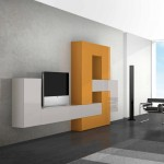 soggiorni moderni pescarollo, composizione a muro fantasiosa geometrica bianca e arancio, porte in pietra con tv sopra