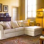 Divano biba salotti classico bianco su sfondo casa antica con caminetto